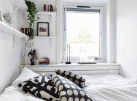 Mała sypialnia w kolorze białym
